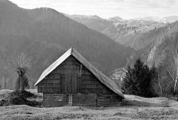 Traditional hay barn above Cheile Gradistei